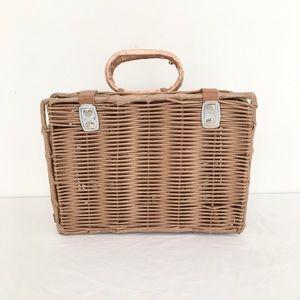 Wicker Lunch Box